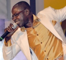 Amakye Dede Sings Akonoba